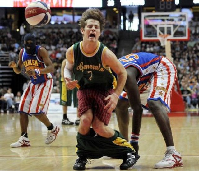 Globetrotters Pull Short Down