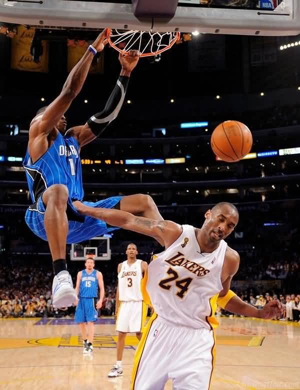 Kobe Bryant Grabbing Dwight Howards Nuts