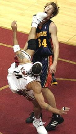 Mike Dunleavy Kicked by Ira Newble
