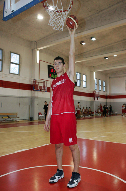 The Tallest Basketball Players Ever - Viral Hoops