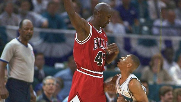 Michael-Jordan-vs-Muggsy-Bogues.png