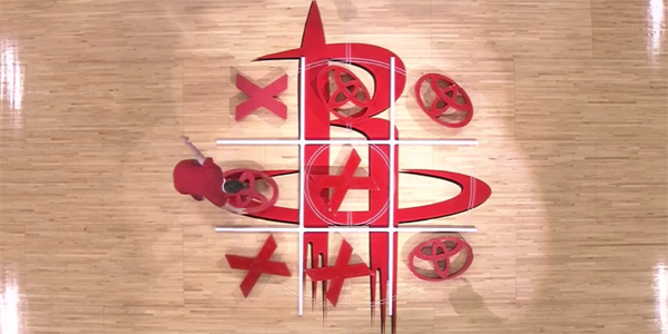 Dumb-Tic-Tac-Toe-at-Basketball-Game